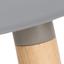 Sitz: Hellgrau Beine: Esche Rahmen und Fußstütze: Grau