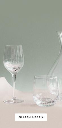 glazen en bar