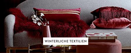 Winterliche-Textilien-Kissen-Dunkelrot