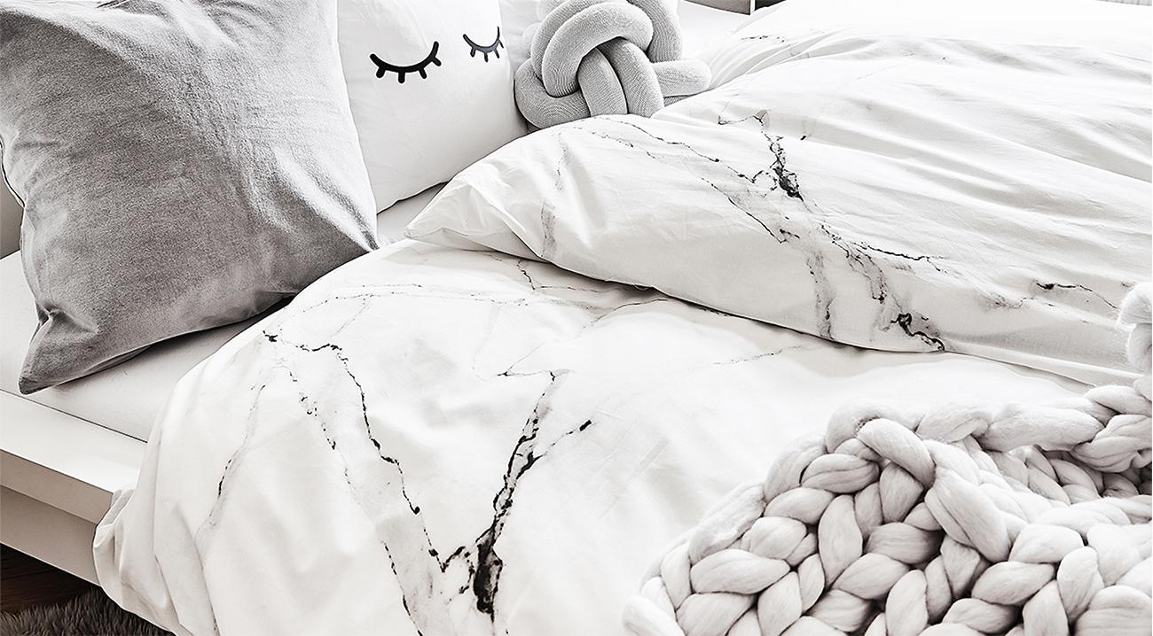 bettwaesche-marble-weiss-grau