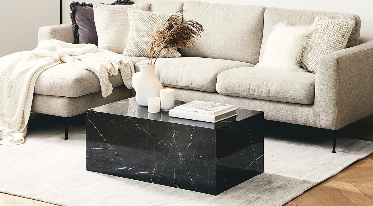 sofatisch in marmoroptik im wohnzimmer