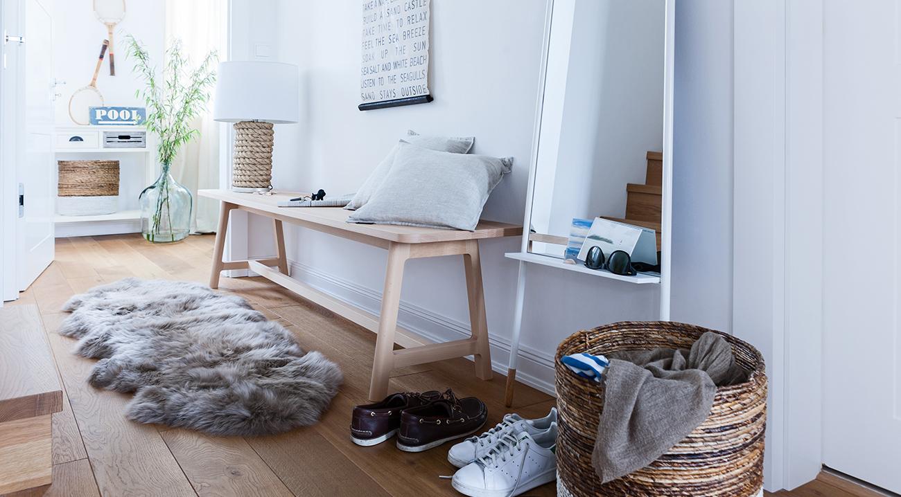 Möbel für den Flur aus hellem Holz