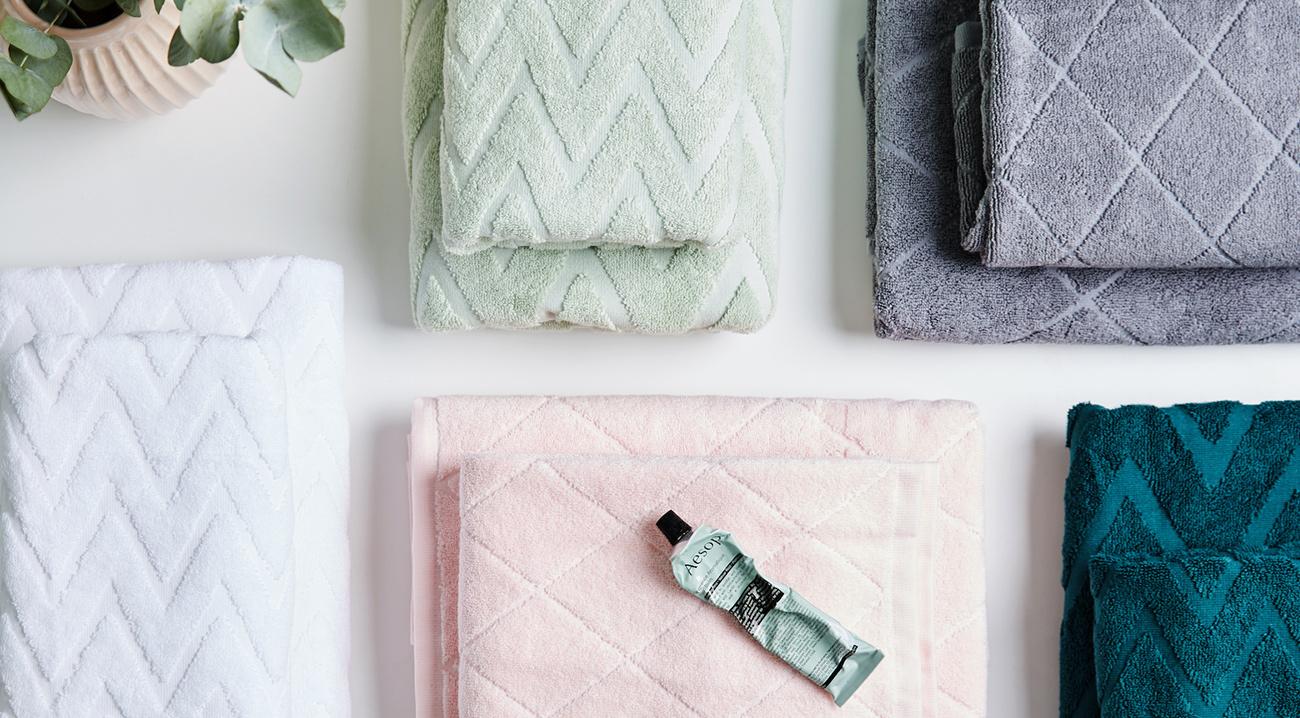 handtuecher-weiss-rosa-blau-grau-gruen
