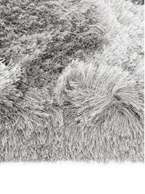Alfombra artesanal de pelo largo brillante Jimmy, Parte superior: 100%poliéster, Reverso: 100%algodón, Gris claro, An 300 x L 400 cm (Tamaño XL)