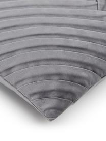 Samt-Kissenhülle Lucie in Dunkelgrau mit Struktur-Oberfläche, 100% Samt (Polyester)  Bitte berücksichtigen Sie, dass Samt je nach Lichteinfall und Streichrichtung farblich heller oder kräftiger erscheint, Dunkelgrau, 45 x 45 cm