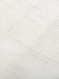 Handgeweven viscose vloerkleed Jane in ivoorkleur, Bovenzijde: 100% viscose, Onderzijde: 100% katoen, Ivoorkleurig, B 120 x L 180 cm (maat S)