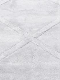 Alfombra artesanal de viscosa Madeleine, Parte superior: 100%viscosa, Reverso: 100%algodón, Gris plateado claro, An 160 x L 230 cm (Tamaño M)