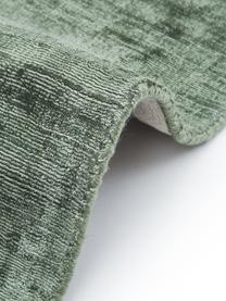 Handgeweven viscose vloerkleed Jane in groen, Bovenzijde: 100% viscose, Onderzijde: 100% katoen, Groen, B 300 x L 400 cm (Maat XL)