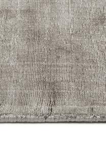 Handgeweven viscose vloerkleed Jane in taupe, Bovenzijde: 100% viscose, Onderzijde: 100% katoen, Taupe, B 120 x L 180 cm (maat S)