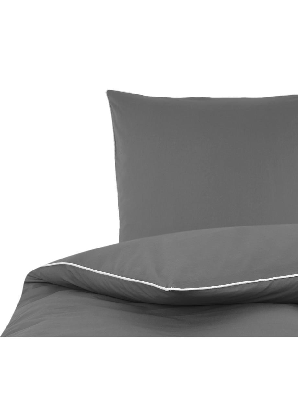 Baumwollperkal-Bettwäsche Daria in Grau mit Keder, Webart: Perkal Fadendichte 200 TC, DunkelgrauKederumrandung: Weiss, 135 x 200 cm + 1 Kissen 80 x 80 cm