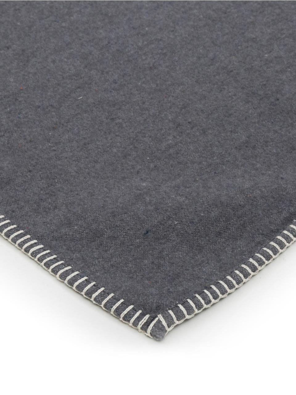 Kuscheldecke Sylt in Grau mit Steppnaht, Webart: Jacquard, Grau, 140 x 200 cm