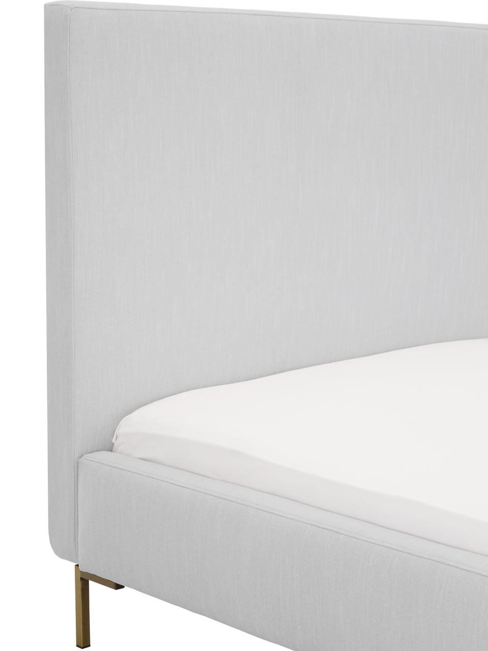 Gestoffeerd fluwelen bed Peace, Frame: massief grenenhout, Poten: gepoedercoat metaal, Bekleding: polyester fluweel, Bekleding: lichtgrijs. Poten: mat goudkleurig, 200 x 200 cm