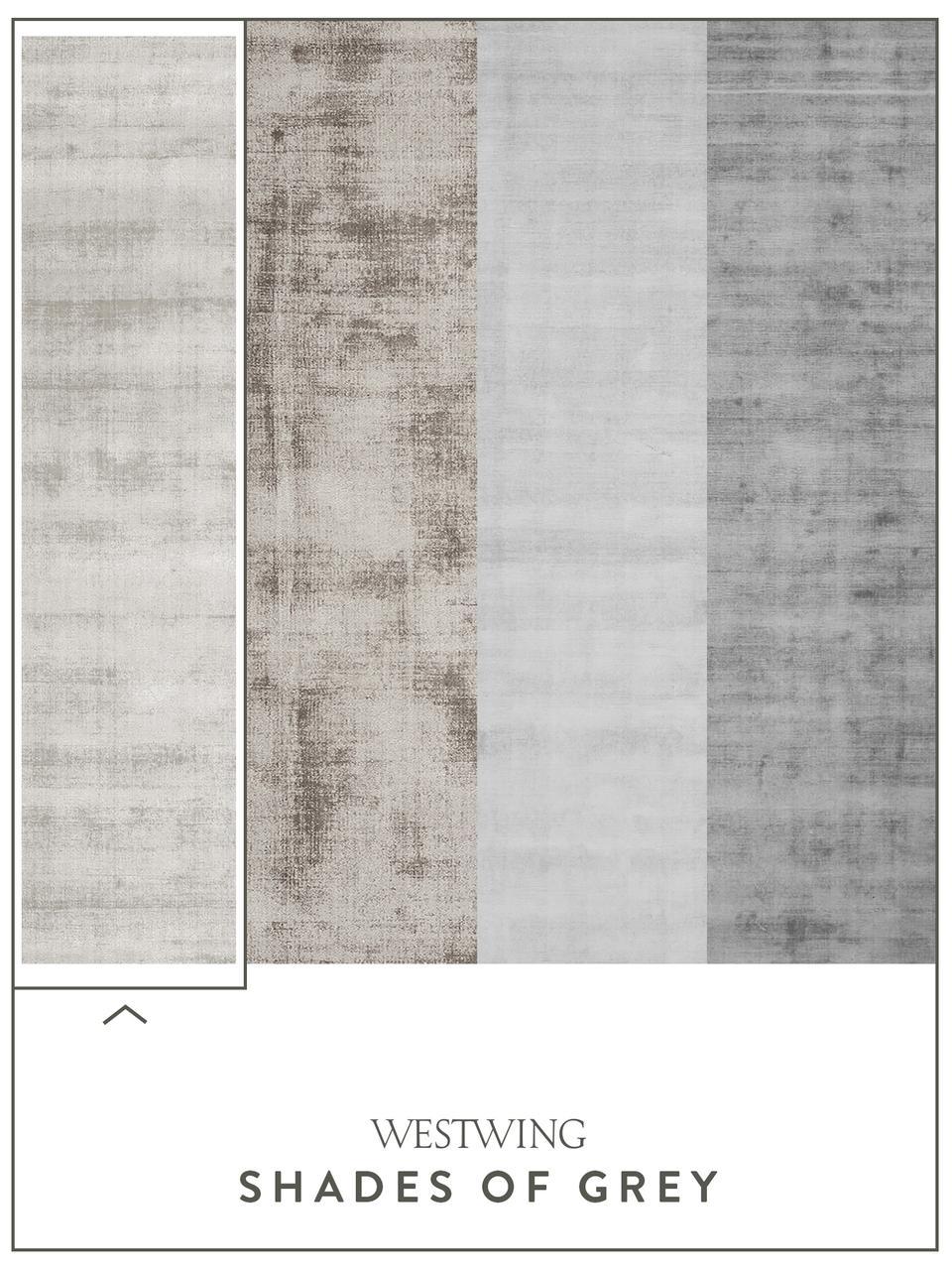Handgeweven viscose vloerkleed Jane in lichtgrijs-beige, Bovenzijde: 100% viscose, Onderzijde: 100% katoen, Lichtgrijs-beige, 400 x 500 cm