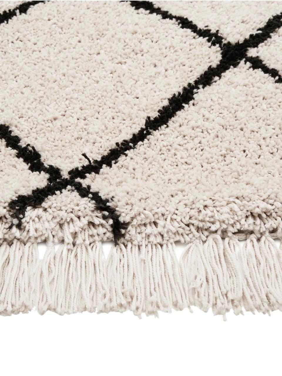 Načechraný koberec s vysokým vlasem a třásněmi Naima, ručně všívaný, Béžová, černá