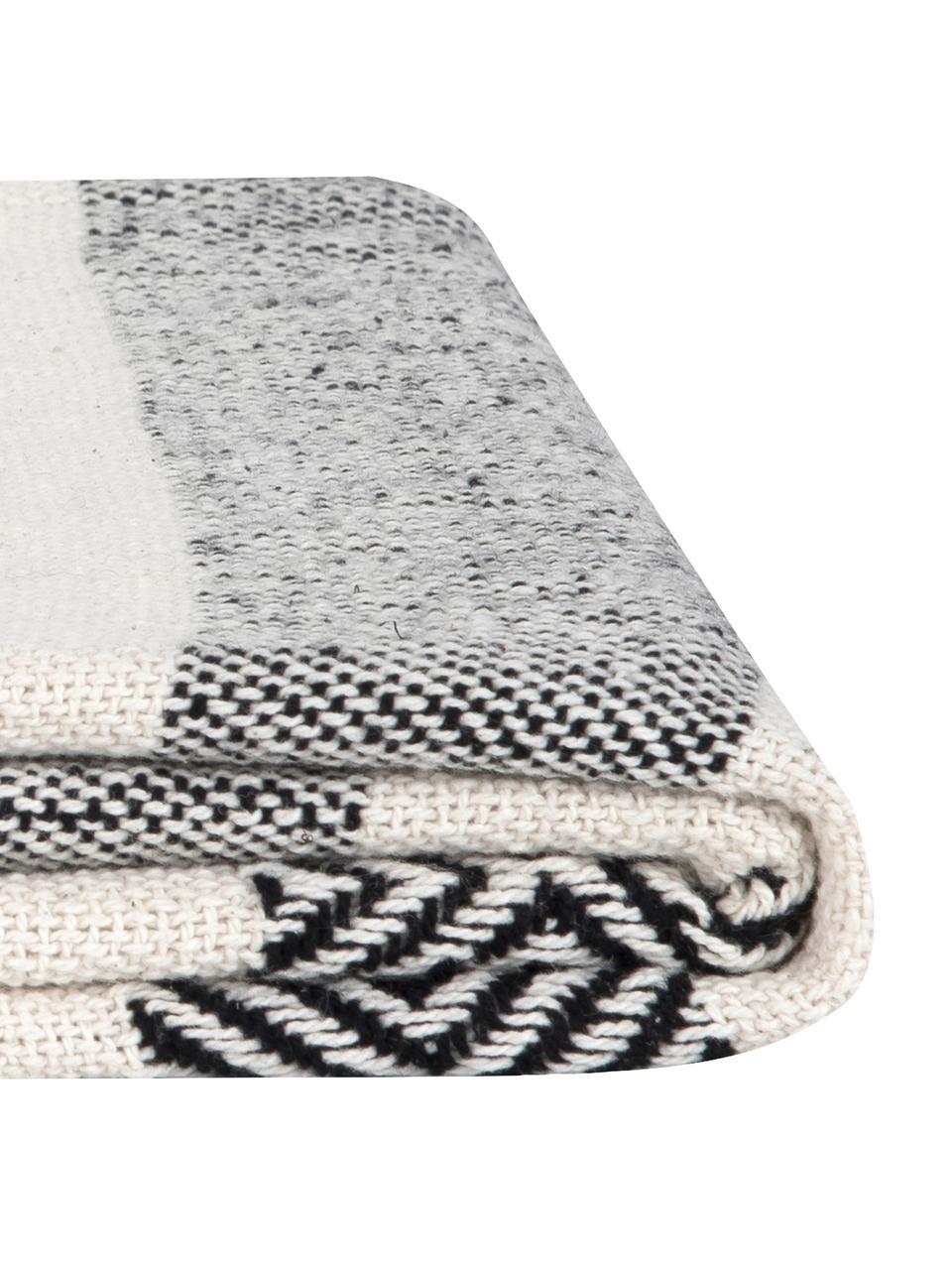 Baumwolldecke Maggie im Streifendesign mit Pompoms, 100% Baumwolle, Schwarz, Beige, 130 x 170 cm