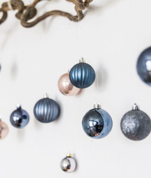 boules-de-noel-bleu-gris-argente