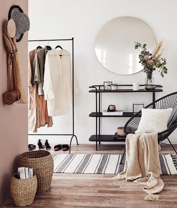 decoration-murale-entree-miroir-pateres