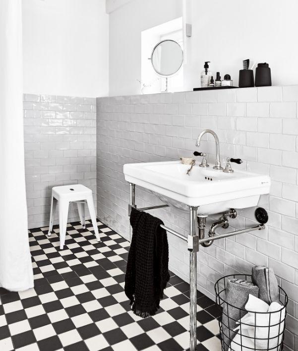 petite-salle-de-bain-moderne-noir-blanc