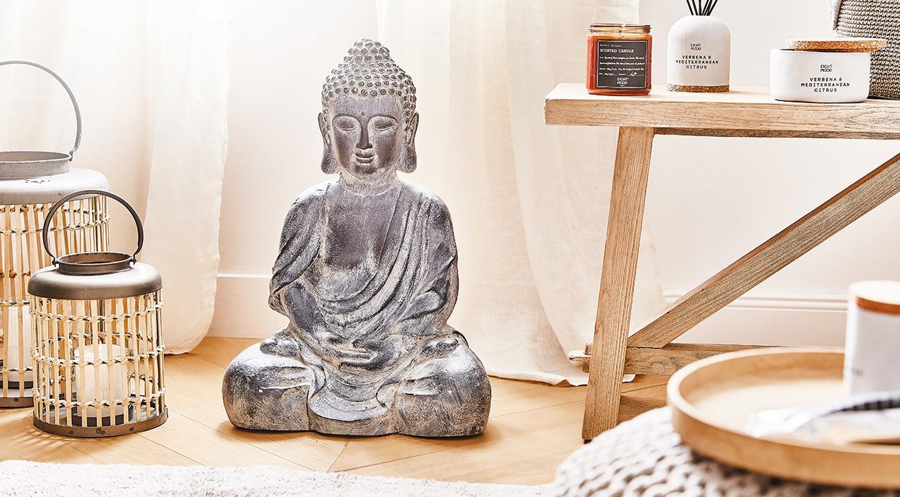 Deko-Objekt Buddha aus Beton im Badezimmer