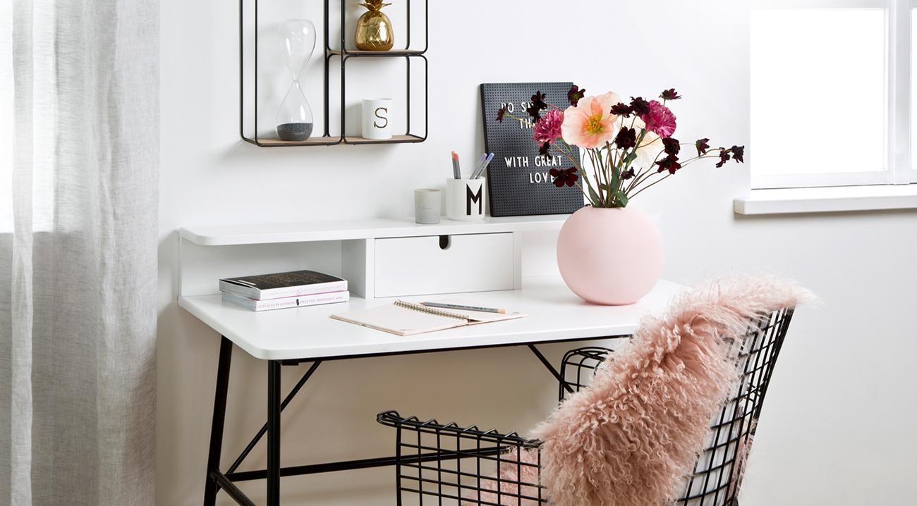 Schreibtisch aus Holz in Weiß und Schwarz