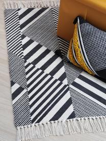 Katoenen vloerkleed Beely met grafisch patroon in zwart/wit, 100% katoen, Zwart, gebroken wit, B 60 x L 90 cm (maat XXS)