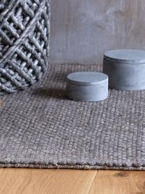 Handgewebter Wollteppich Eskil in Grau meliert mit Fransenabschluss, Flor: 60% Wolle, 40% Viskose, Taupe, meliert, B 80 x L 150 cm (Größe XS)