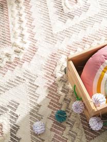 Boho Wollteppich Wanda mit Hoch-Tief-Struktur und Fransen, 70% Wolle, 30% Polyester  Bei Wollteppichen können sich in den ersten Wochen der Nutzung Fasern lösen, dies reduziert sich durch den täglichen Gebrauch und die Flusenbildung geht zurück., Rosa, Grau, Creme, B 160 x L 230 cm (Größe M)