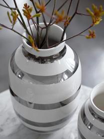 Grote handgemaakte design vaas Omaggio, Keramiek, Glanzend zilverkleurig, wit, Ø 20 x H 30 cm