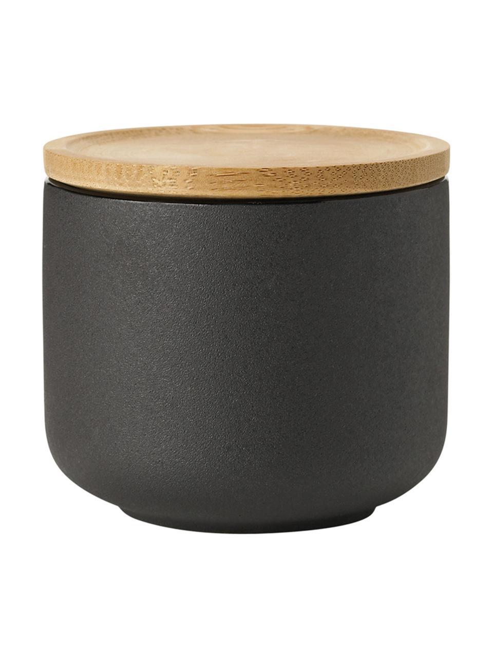 Becher Theo in Schwarz mit Deckel/Untersetzer, Becher: Feinsteinzeug, Deckel: Bambus, Schwarz, Ø 9 cm