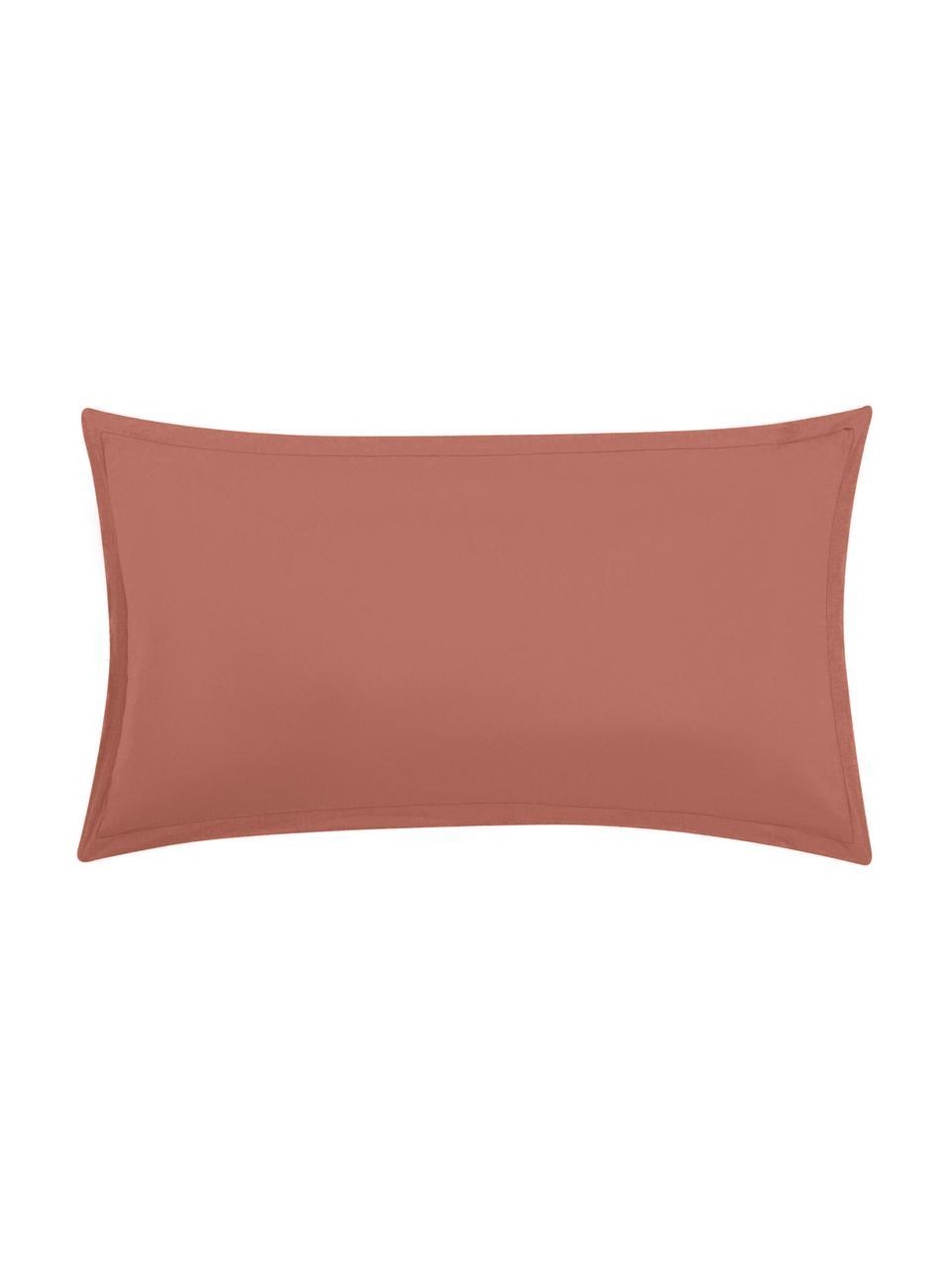 Gewaschene Leinen-Kissenbezüge Nature in Terrakotta, 2 Stück, Halbleinen (52% Leinen, 48% Baumwolle)  Fadendichte 108 TC, Standard Qualität  Halbleinen hat von Natur aus einen kernigen Griff und einen natürlichen Knitterlook, der durch den Stonewash-Effekt verstärkt wird. Es absorbiert bis zu 35% Luftfeuchtigkeit, trocknet sehr schnell und wirkt in Sommernächten angenehm kühlend. Die hohe Reißfestigkeit macht Halbleinen scheuerfest und strapazierfähig., Terrakotta, 40 x 80 cm