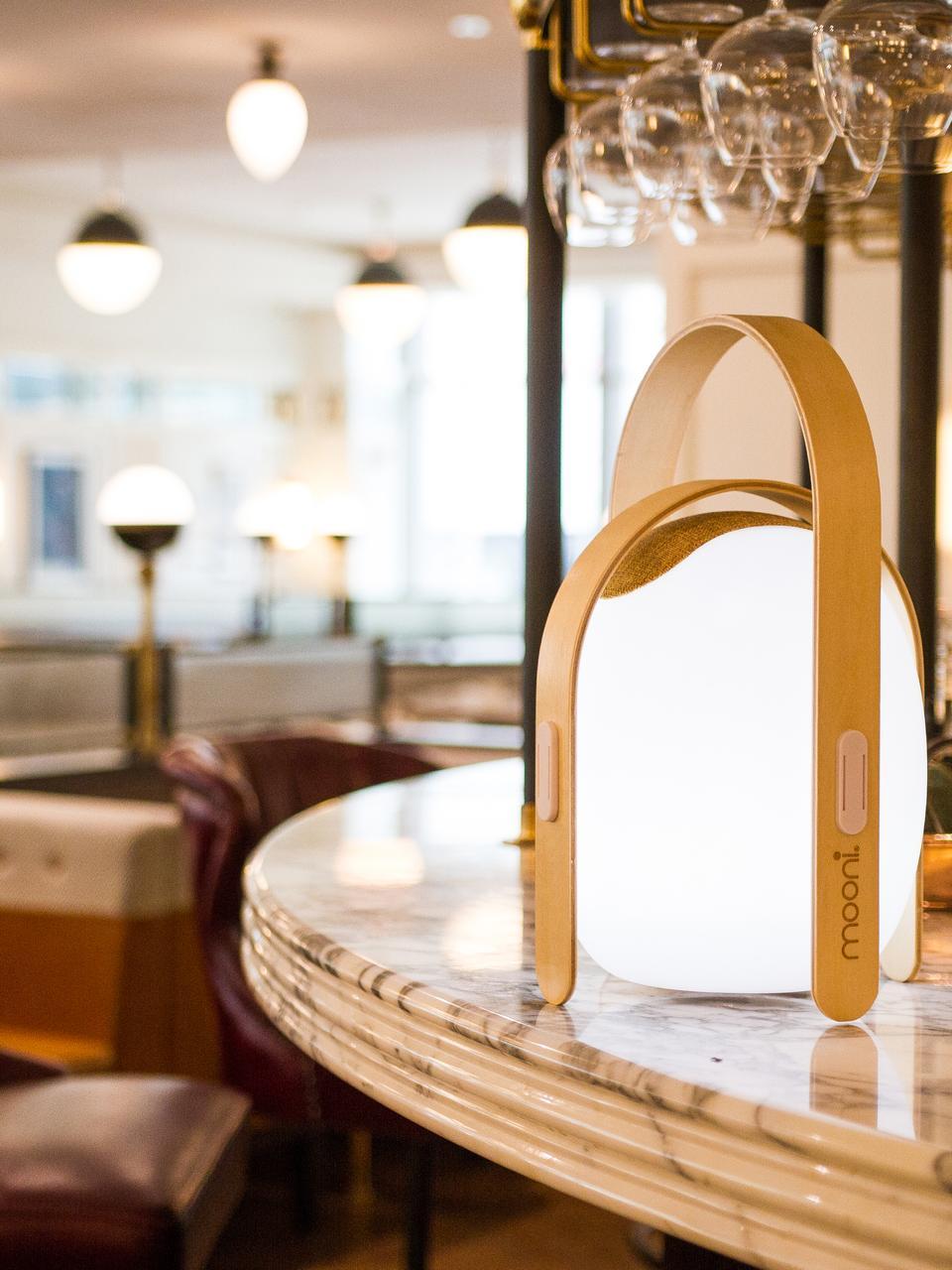 Zewnętrzna mobilna lampa LED z głośnikiem Ovo, Stelaż: drewno wiązowe z fornirem, Biały, jasny brązowy, Ø 32 x W 50 cm