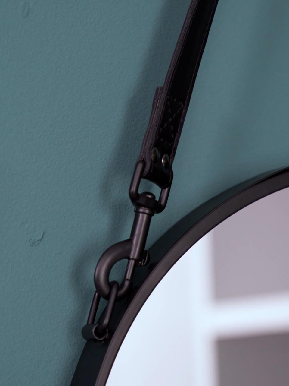Specchio rotondo da parete con cinghia in pelle Liz, Superficie dello specchio: lastra di vetro, Retro: pannelli di fibra a media, Nero, Ø 40 cm