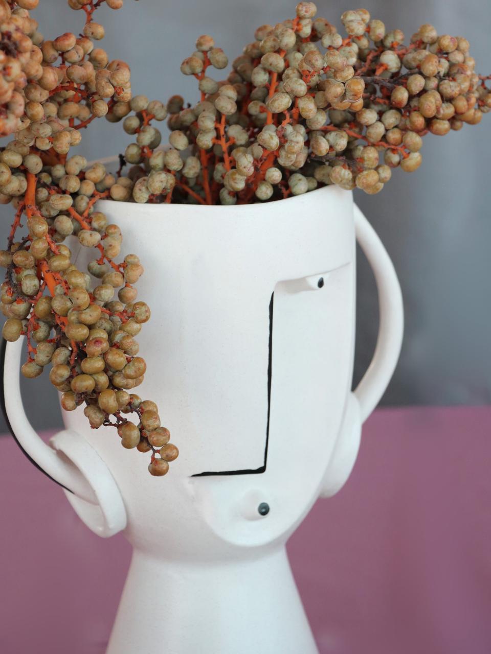 Vaso di design in terracotta Face, Terracotta, Bianco, nero, Larg. 23 x Alt. 30 cm
