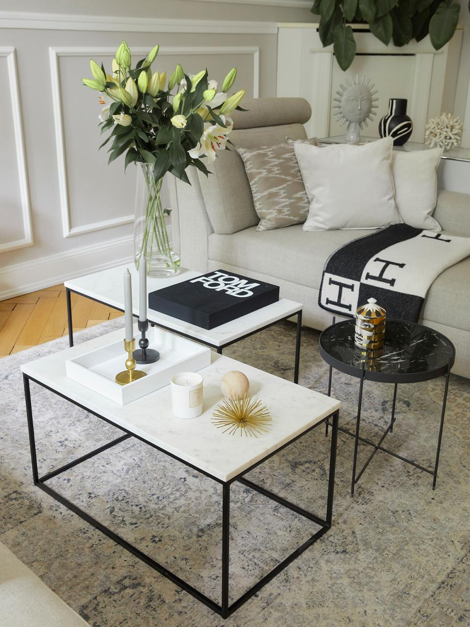 Marmor-Couchtisch Alys, Tischplatte: Marmor, Gestell: Metall, pulverbeschichtet, Tischplatte: Weiß-grauer MarmorGestell: Schwarz, matt, 80 x 40 cm
