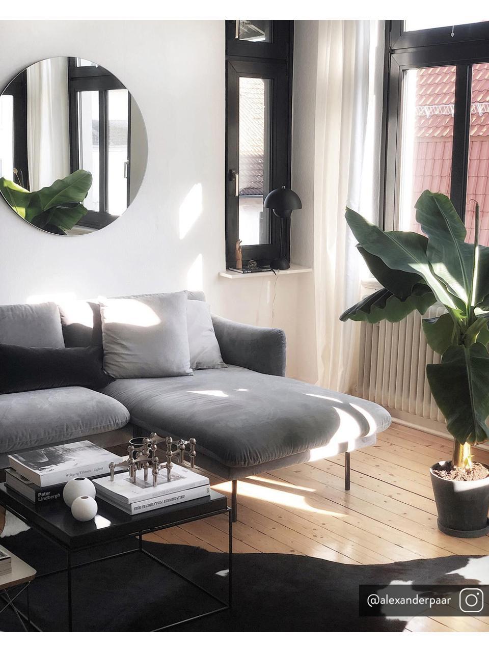 Fluwelen hoekbank Moby in grijs met metalen poten, Bekleding: geweven stof (polyester), Frame: massief grenenhout, Poten: gelakt metaal, Fluweel grijs, B 280 x D 160 cm