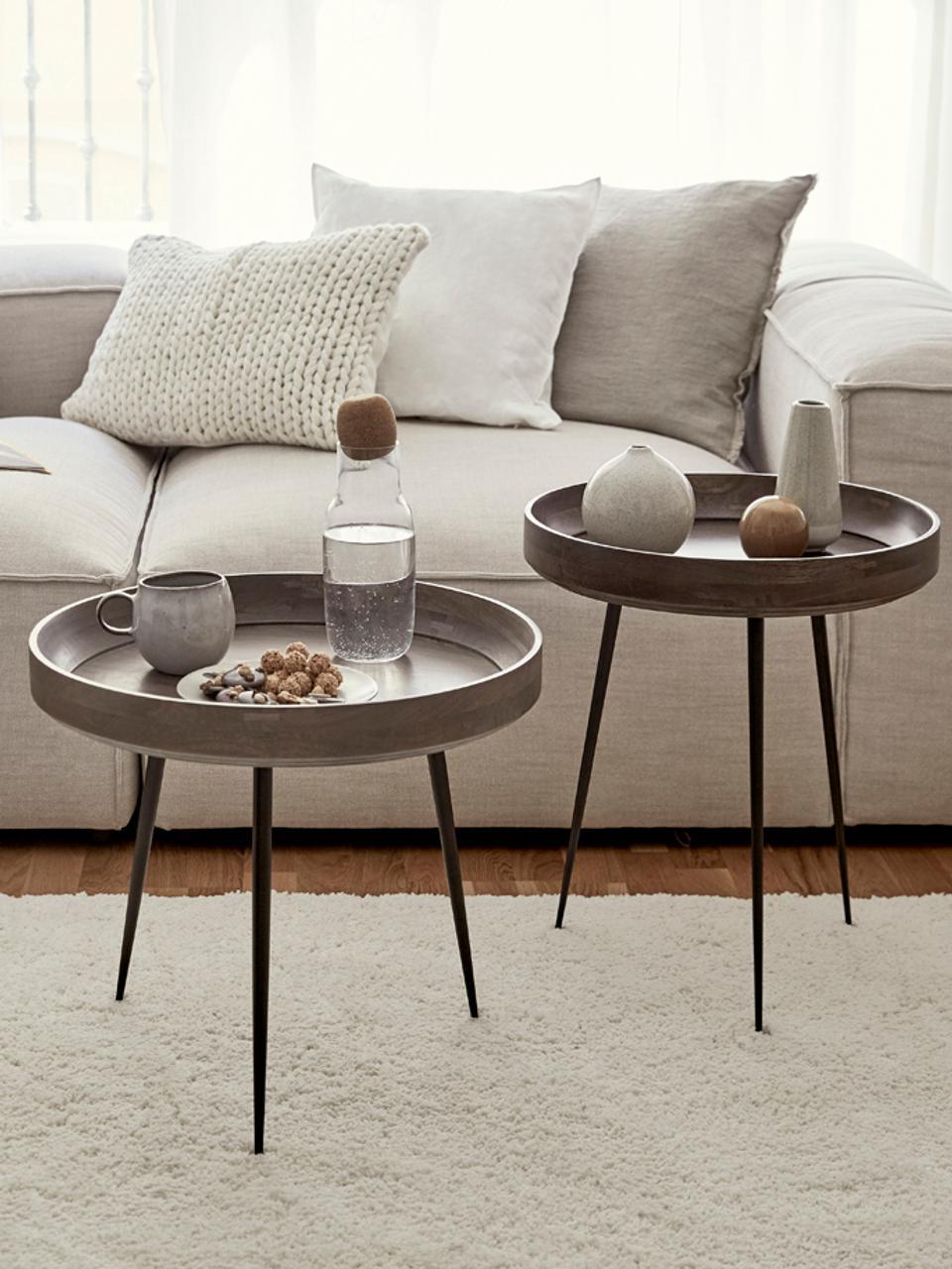 Design bijzettafel Bowl Table van mangohout, Tafelblad: gebeitst en gelakt mangoh, Poten: gepoedercoat staal, Donkerbruin, zwart, Ø 46 x H 52 cm