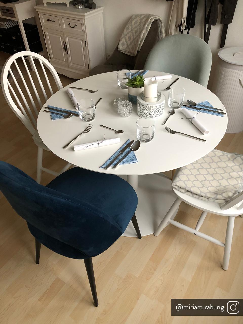 Chaise rembourrée en velours bleu Rachel, Velours bleu foncé