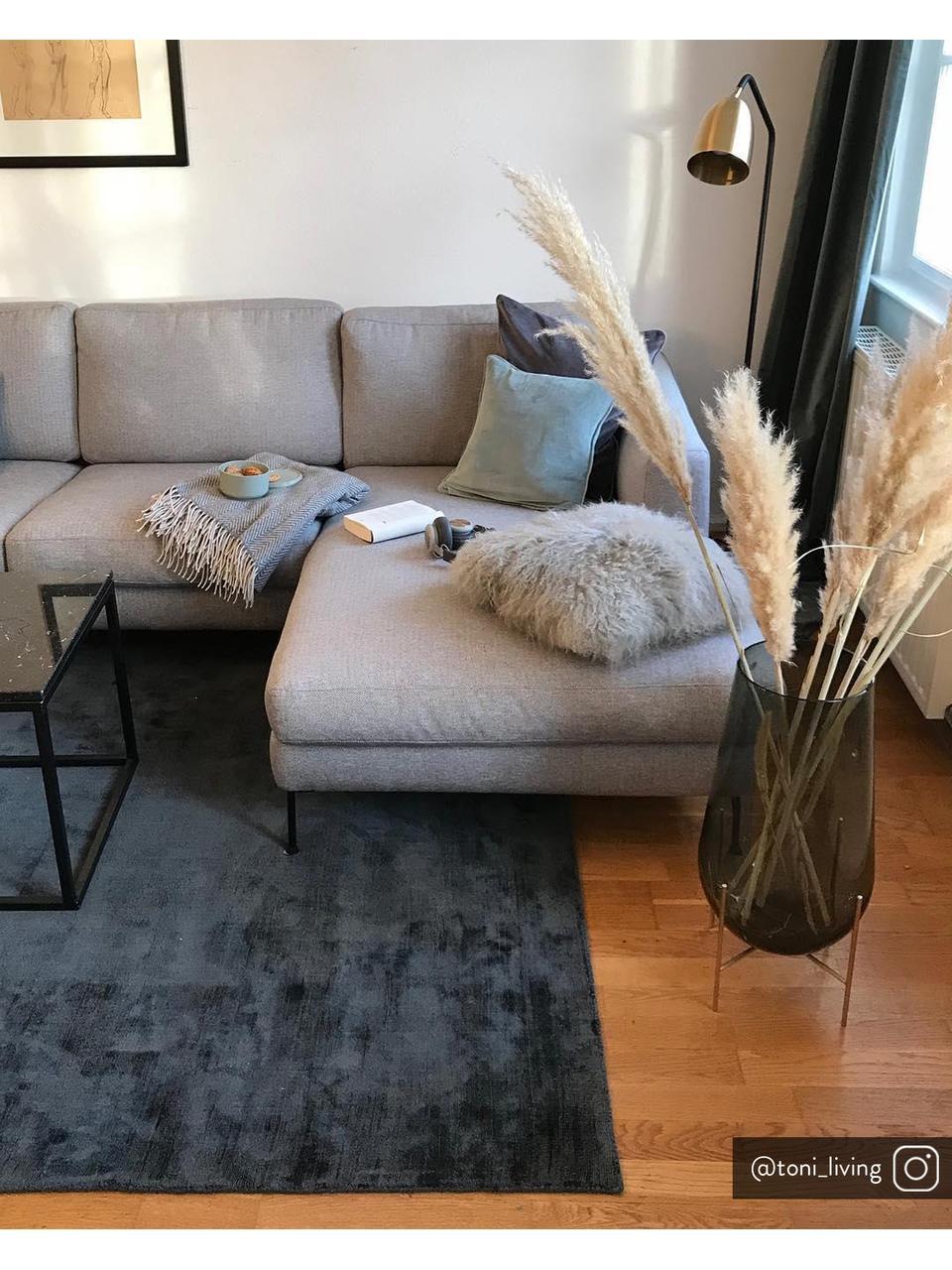 Sofa narożna z metalowymi nogami Cucita (3-osobowa), Tapicerka: tkanina (poliester) Dzięk, Nogi: metal lakierowany, Jasny szary, S 262 x G 163 cm