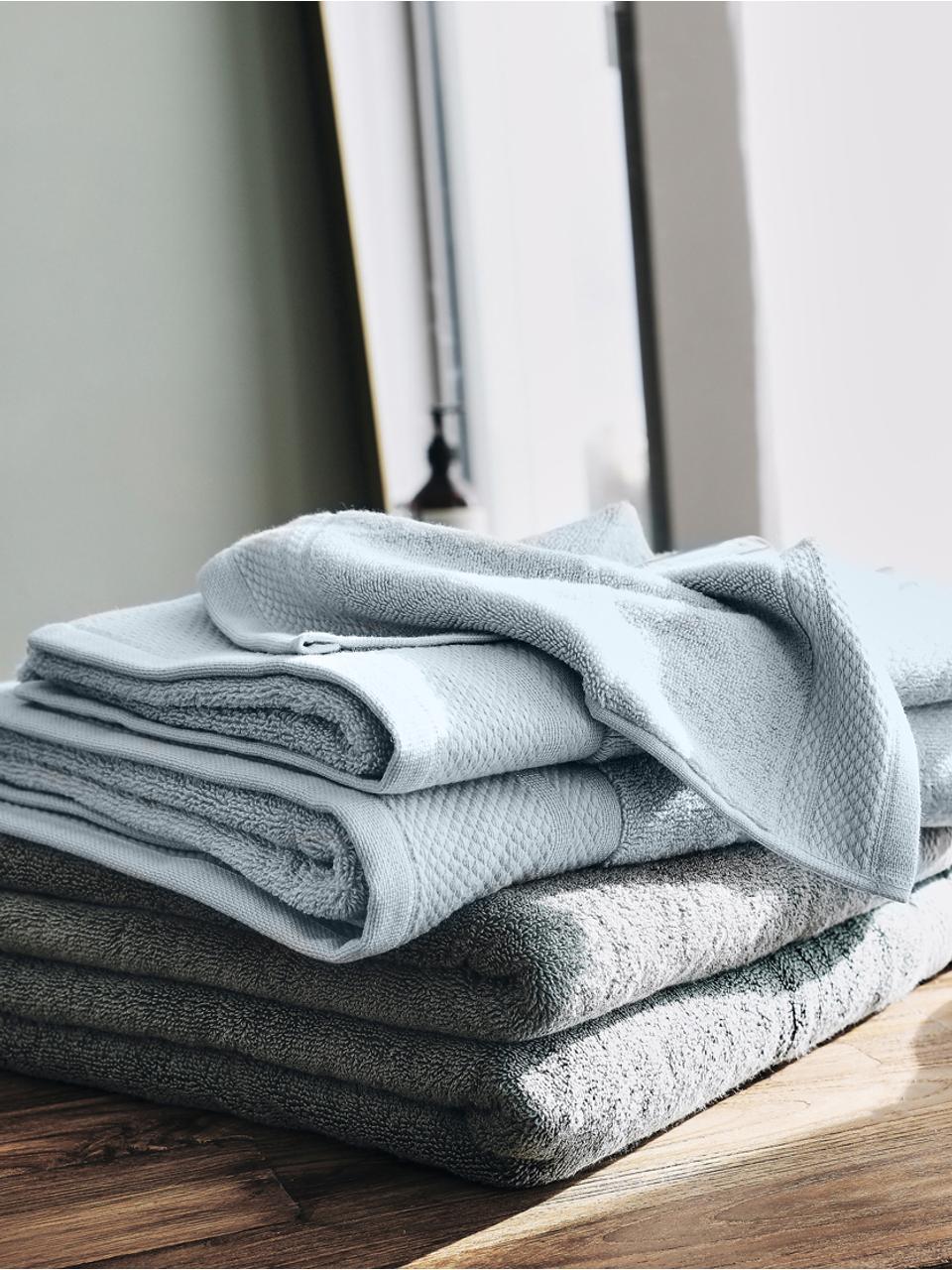 Handtuch Premium in verschiedenen Größen, mit klassischer Zierbordüre, Hellblau, Handtuch