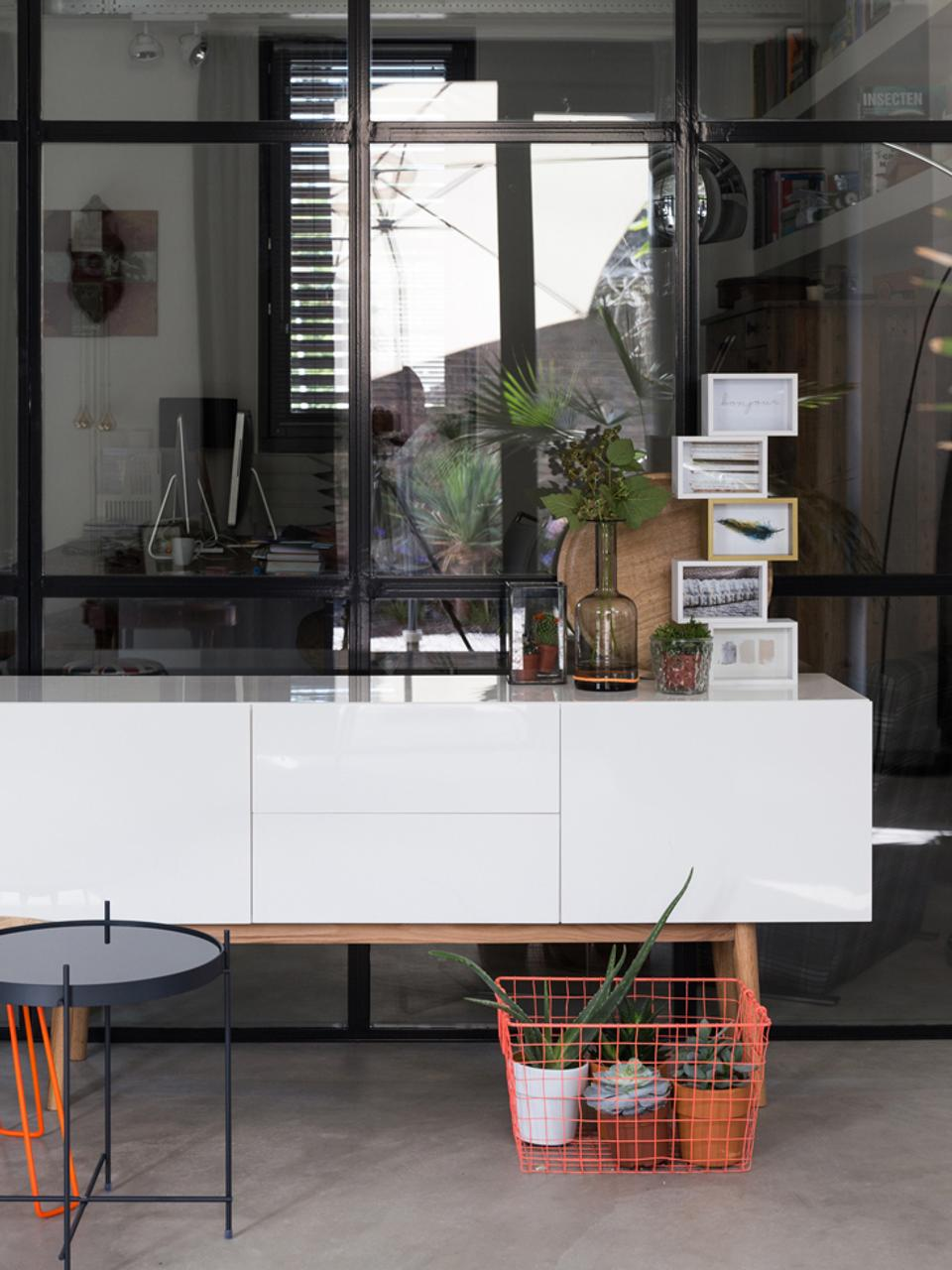 Sideboard High on Wood in Weiß Hochglanz, Korpus: Mitteldichte Holzfaserpla, Füße: Eiche massiv, Weiß, 160 x 72 cm