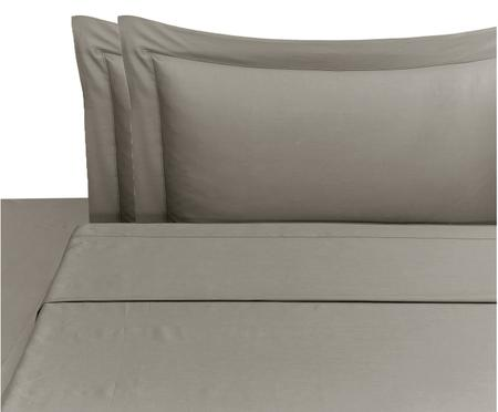 Completo letto in raso di cotone Cleo con lenzuolo sopra, 4 pz.