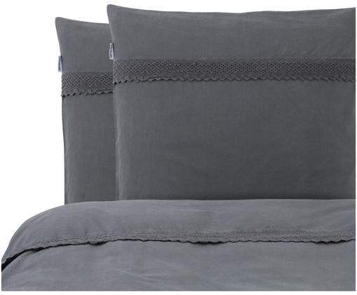 Renforcé dekbedovertrek Simone, Bovenzijde: grijsblauw met kanten rand. Onderzijde: grijsblauw, glad