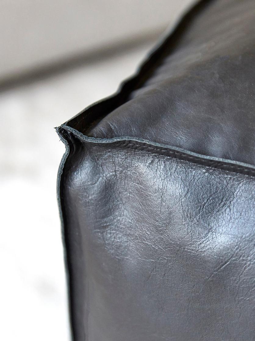 Großer Leder-Pouf Arabica, Bezug: Leder Unterseite, Schwarz, 70 x 30 cm