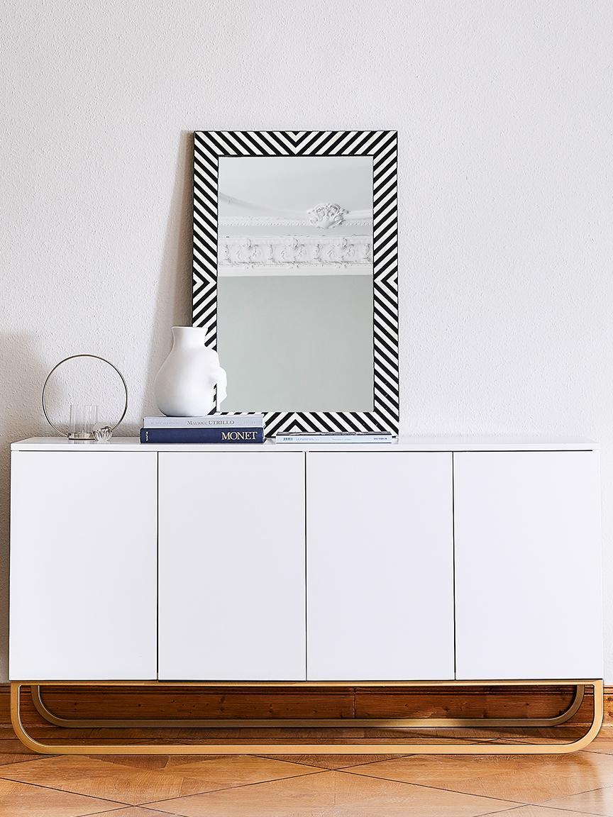 Klassisches Sideboard Sanford in Weiß, Korpus: Mitteldichte Holzfaserpla, Fußgestell: Metall, pulverbeschichtet, Korpus: Weiß, mattFußgestell: Goldfarben, matt, 160 x 83 cm