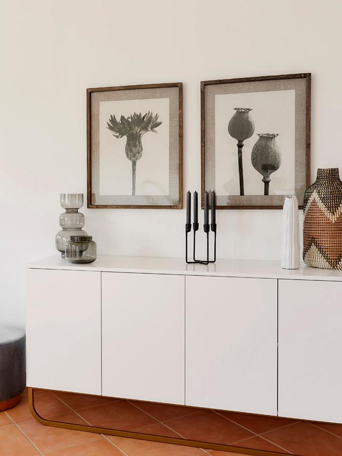 Klassisches Sideboard Sanford in Weiss, Korpus: Mitteldichte Holzfaserpla, Korpus: Weiss, mattFussgestell: Goldfarben, matt, 160 x 83 cm