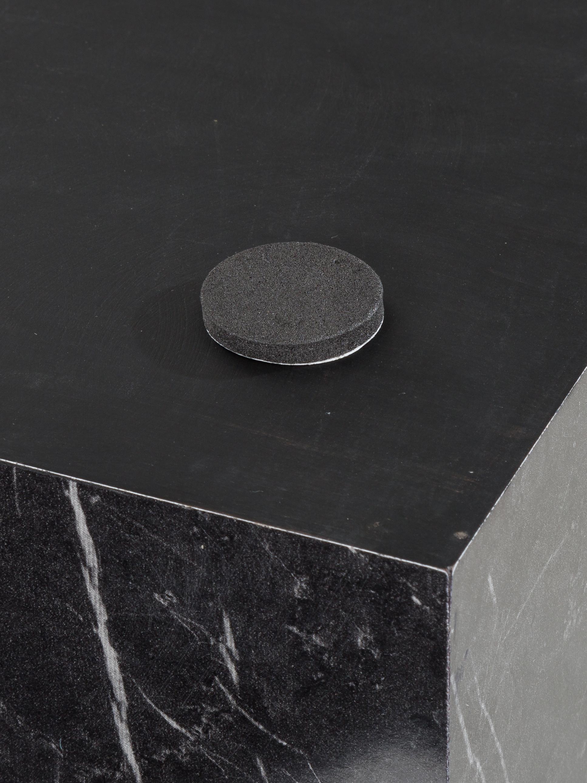 Mesa auxiliar con efecto mármol Lesley, Tablero de fibras de densidad media(MDF), recubierto en melanina, Negro, An 45 x Al 50 cm