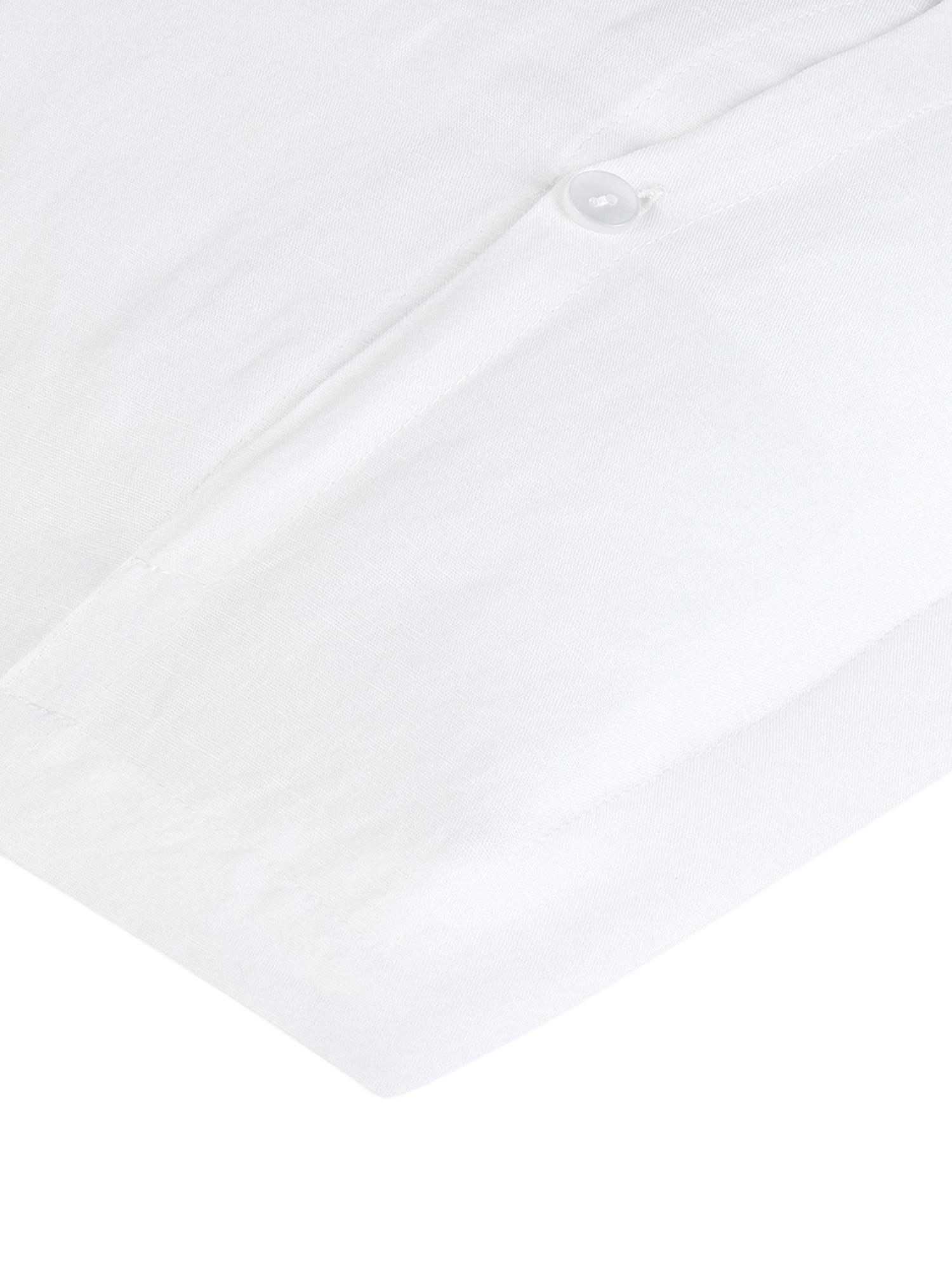 Gewaschene Leinen-Kissenbezüge Nature in Weiß, 2 Stück, Halbleinen (52% Leinen, 48% Baumwolle)  Fadendichte 108 TC, Standard Qualität  Halbleinen hat von Natur aus einen kernigen Griff und einen natürlichen Knitterlook, der durch den Stonewash-Effekt verstärkt wird. Es absorbiert bis zu 35% Luftfeuchtigkeit, trocknet sehr schnell und wirkt in Sommernächten angenehm kühlend. Die hohe Reißfestigkeit macht Halbleinen scheuerfest und strapazierfähig., Weiß, 40 x 80 cm
