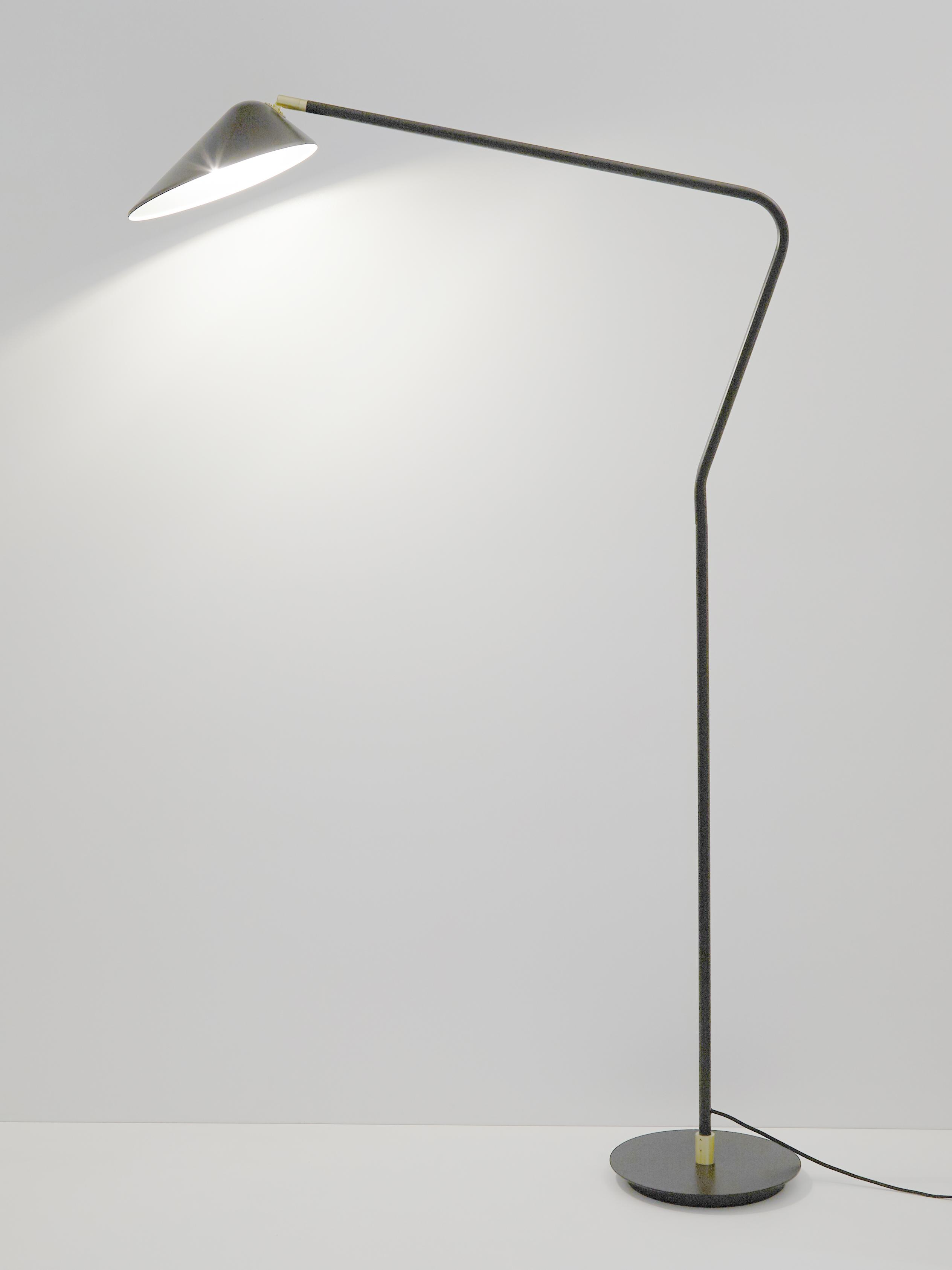 Lampada da terra Neron, Paralume: metallo verniciato a polv, Base della lampada: metallo verniciato a polv, Nero, Larg. 27 x Alt. 171 cm