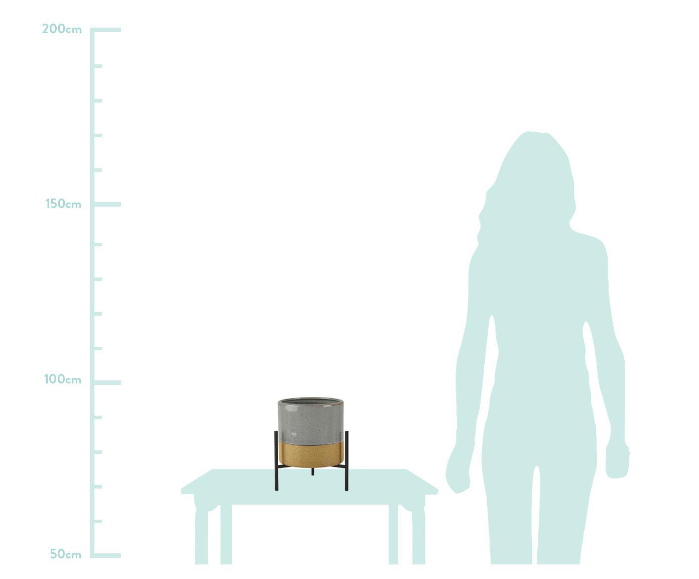 Übertopf Pluto aus Keramik, Fuß: Metall, Übertopf oben: GrauÜbertopf unten: BeigeGestell: Schwarz, Ø 18 x H 26 cm