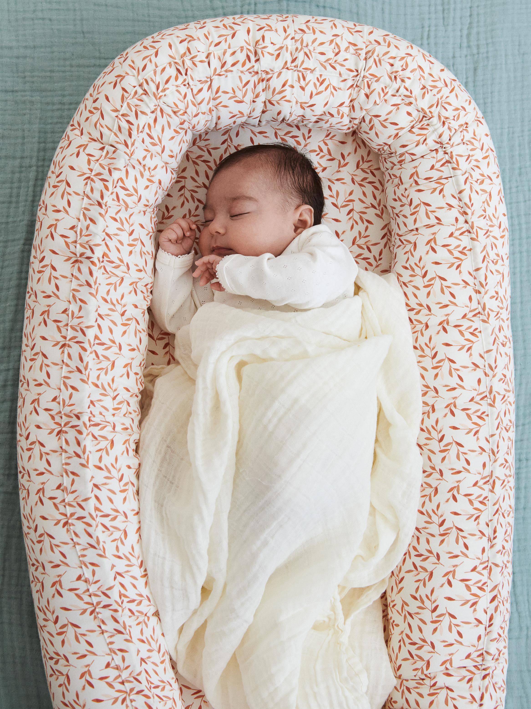 Gniazdo niemowlęce z bawełny organicznej Leaves, Odcienie kremowego, pomarańczowy, S 88 x W 14 cm
